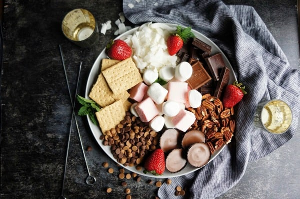 How to host an epic s'mores party