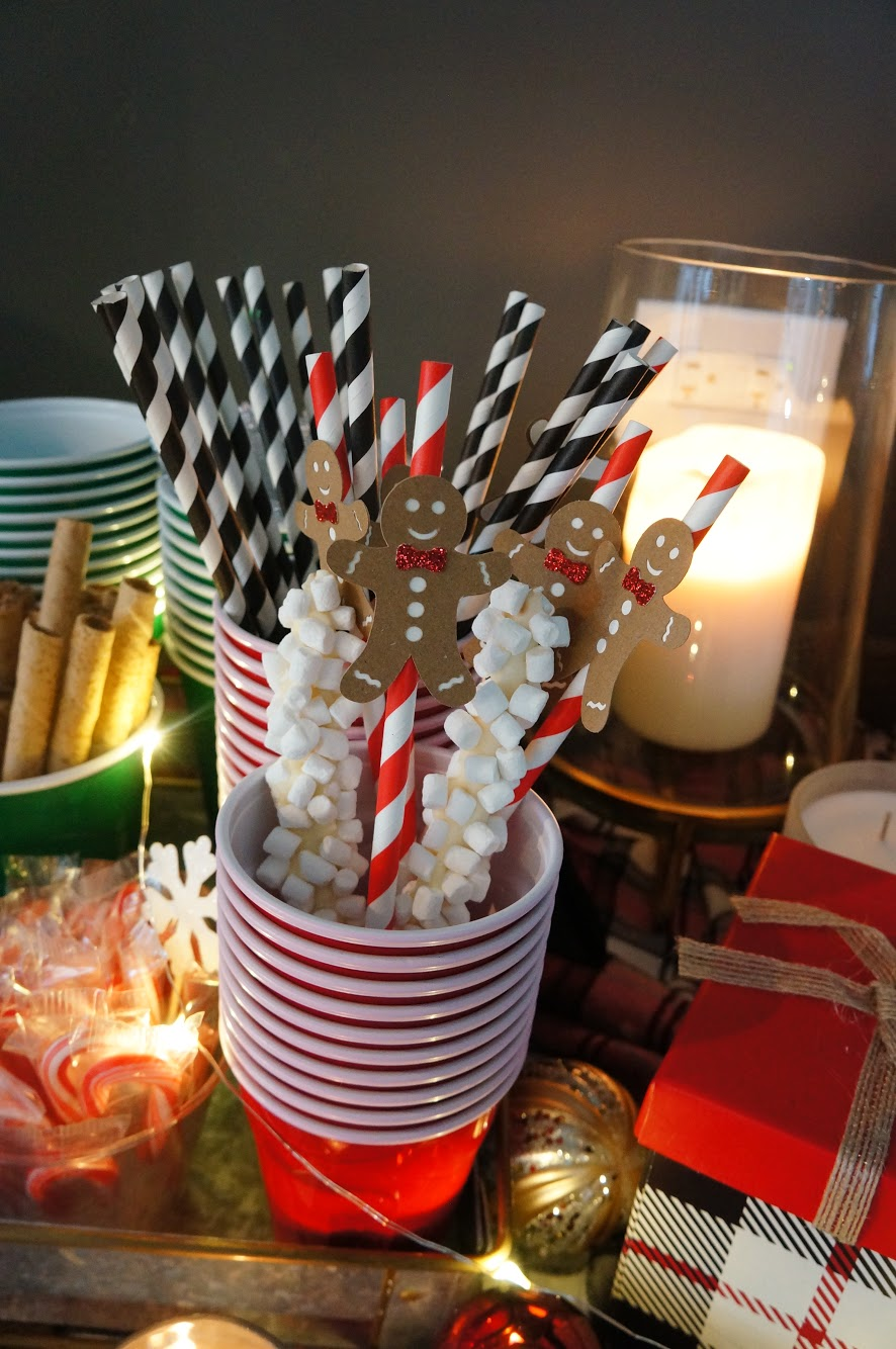 gingerbread man straws at hot cocoa bar